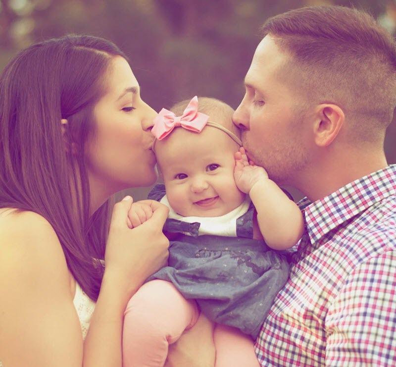 Mutter und Vater mit Tochter